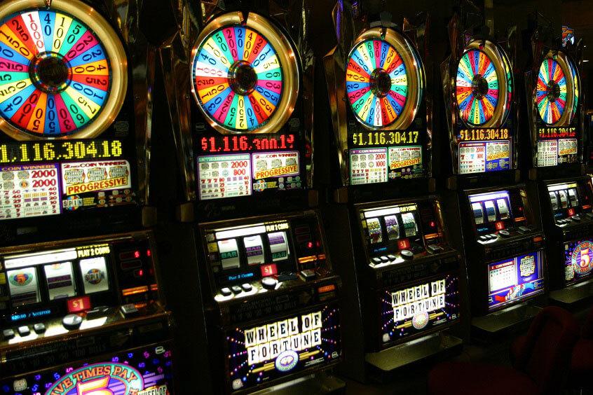 Vegas Slots - Figures & Formulas: Slot Payout